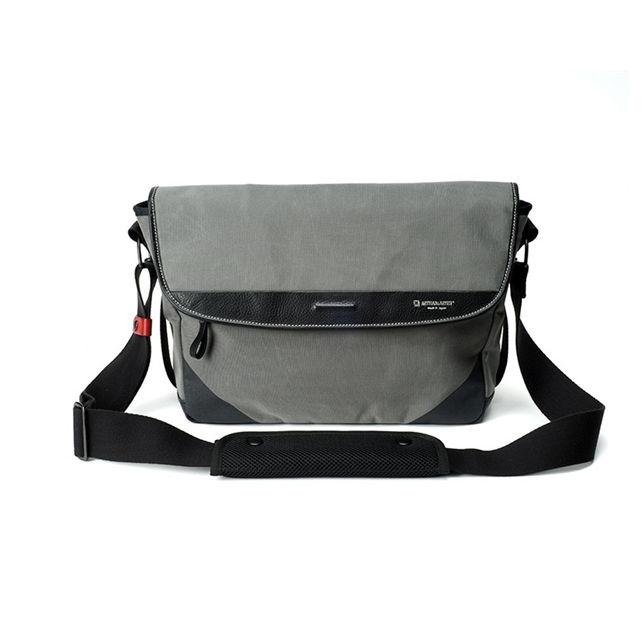 Artisan & Artist ACAM 9100 Acrylic Camera Bag